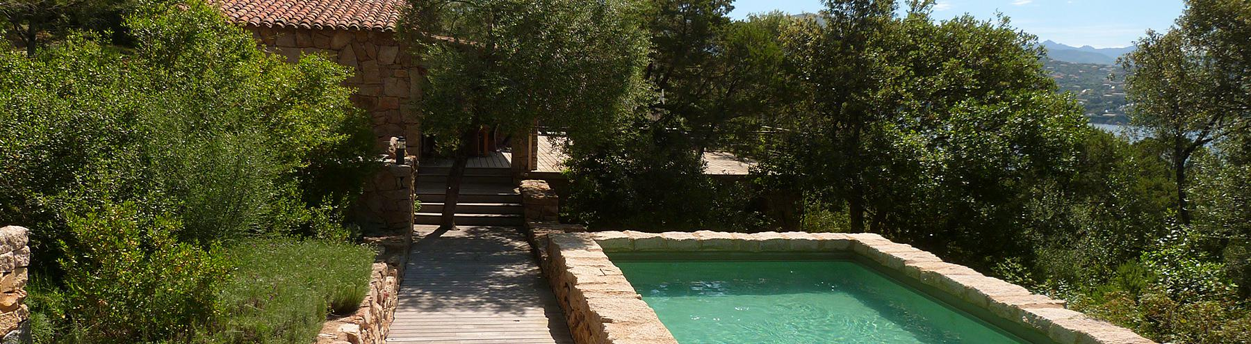 Location villas de charme avec piscine : Pieds dans l'eau